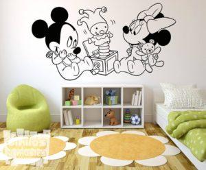 Vinilo decorativo infantil Disney de Mickey y Minnie Mouse babys jugando