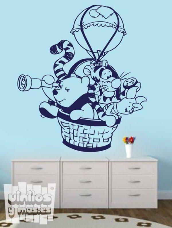 Vinilo decorativo de Winnie the Pooh con Tigger y Piglet en globo