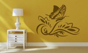 Vinilo decorativo mariposa floral.