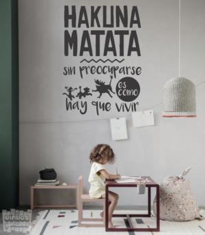 """Vinilo decorativo Hakuna matata """"sin preocuparse es como hay que vivir"""""""
