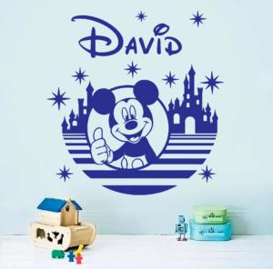 Vinilo decorativo de Mickey Disneyland con nombre personalizado.