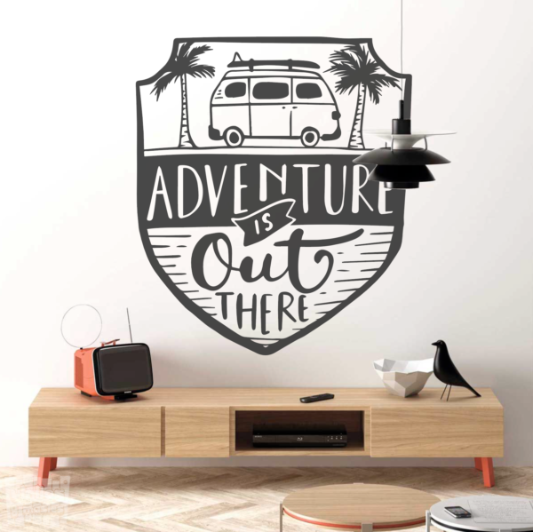 "Adventure is out there ""La aventura esta hay fuera"""
